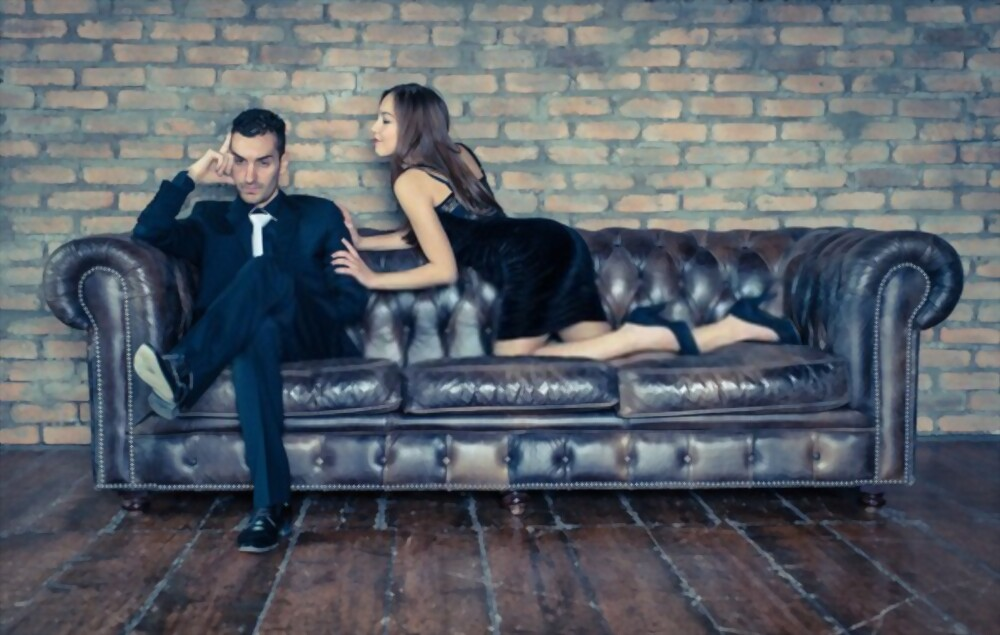 27 Definite Signs That He Is Cheating On You